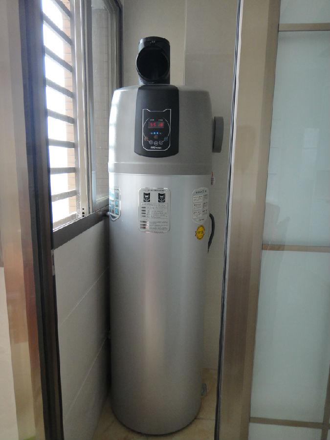 冷气热水器_空气能热水器安装图